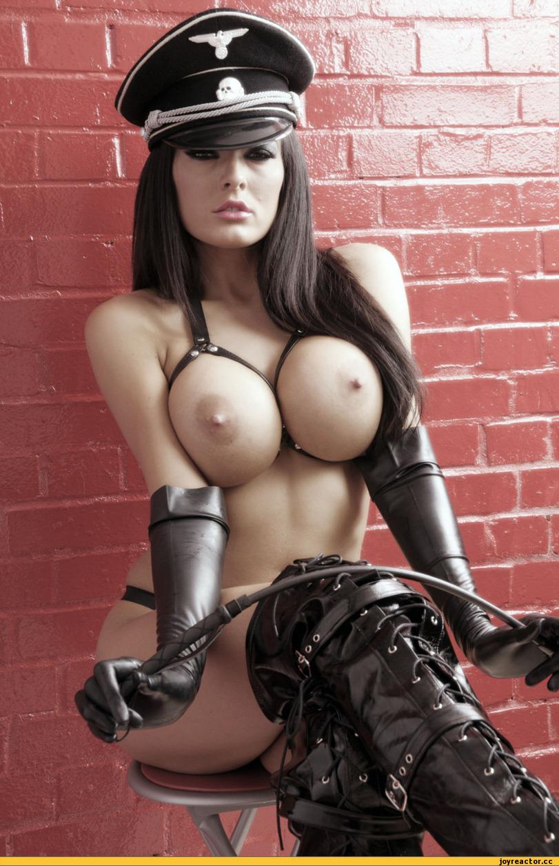 Фото красивых голых женщин в сапогах 27 фотография