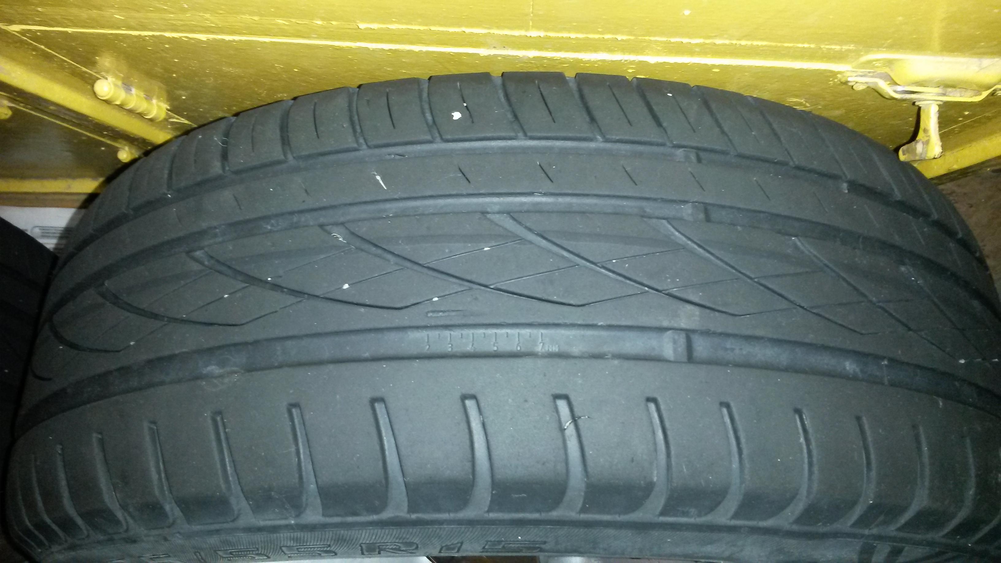 Износ протектора шины/резины за сезон.