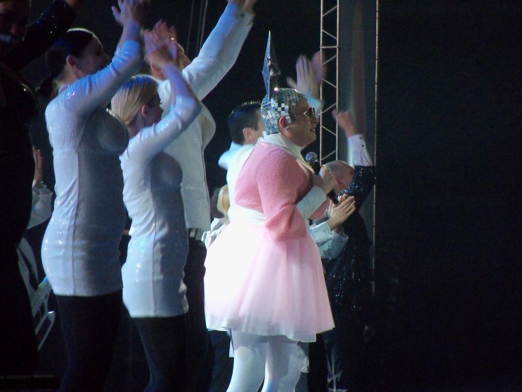 Верка Сердючка на Песне года 2013 Розовый свитер