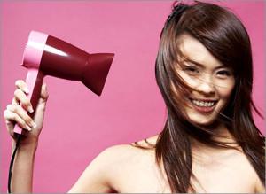 Як швидко укласти волосся феном